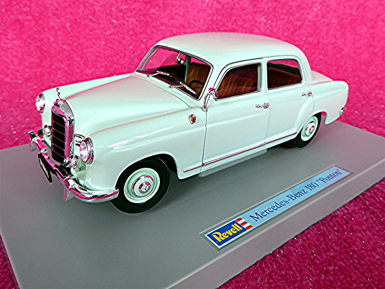 1:18 Mercedes 180 Ponton mint 1953