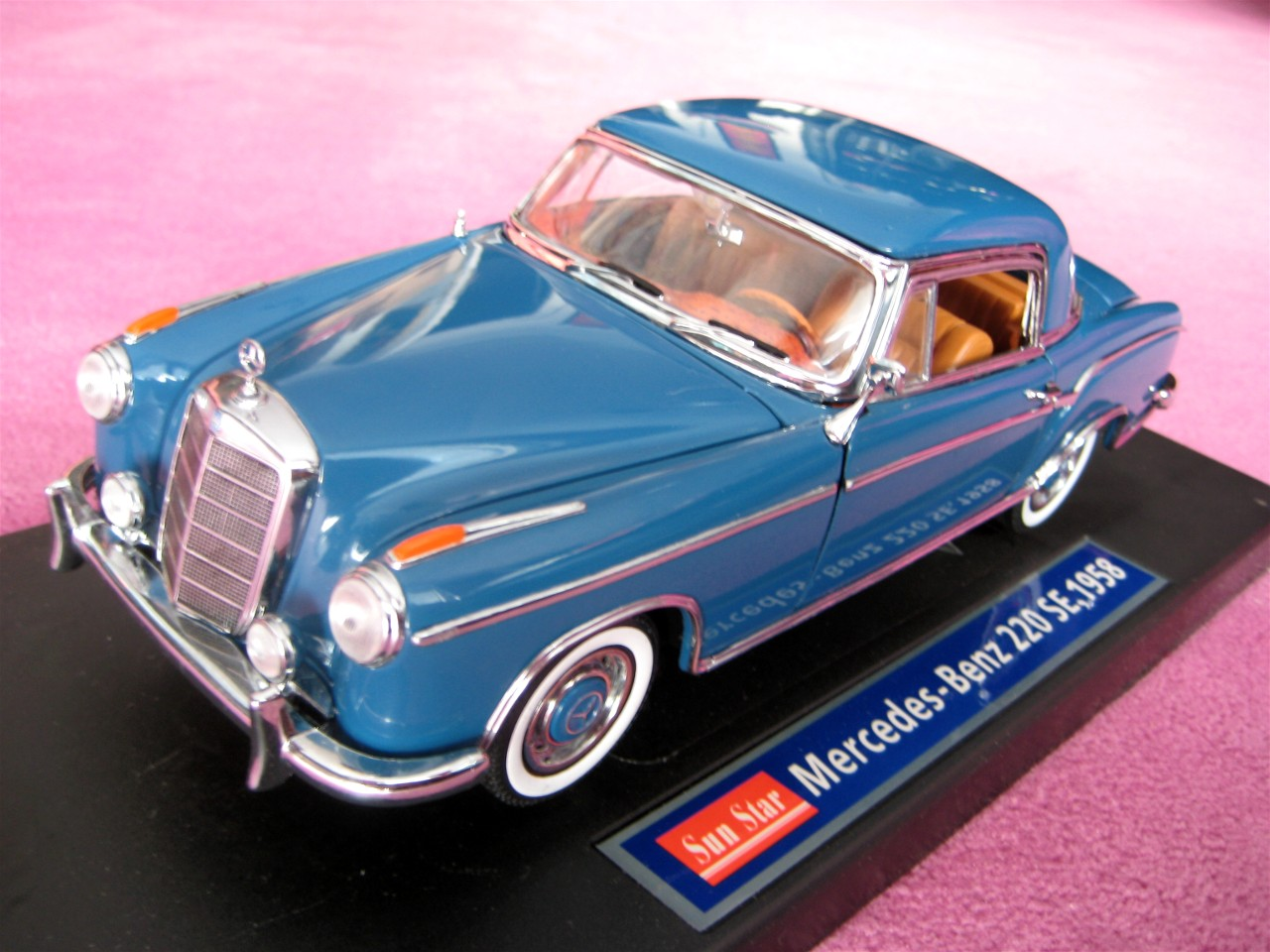 1:18 Mercedes 220 SE Coupe blau 1958