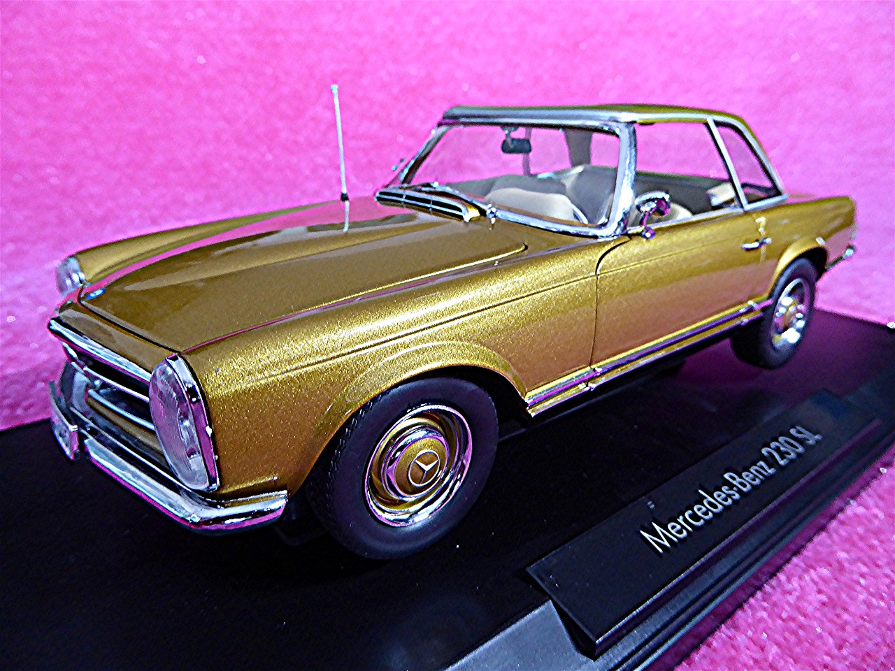 1:18 Mercedes 230 SL Coupe gold 1963