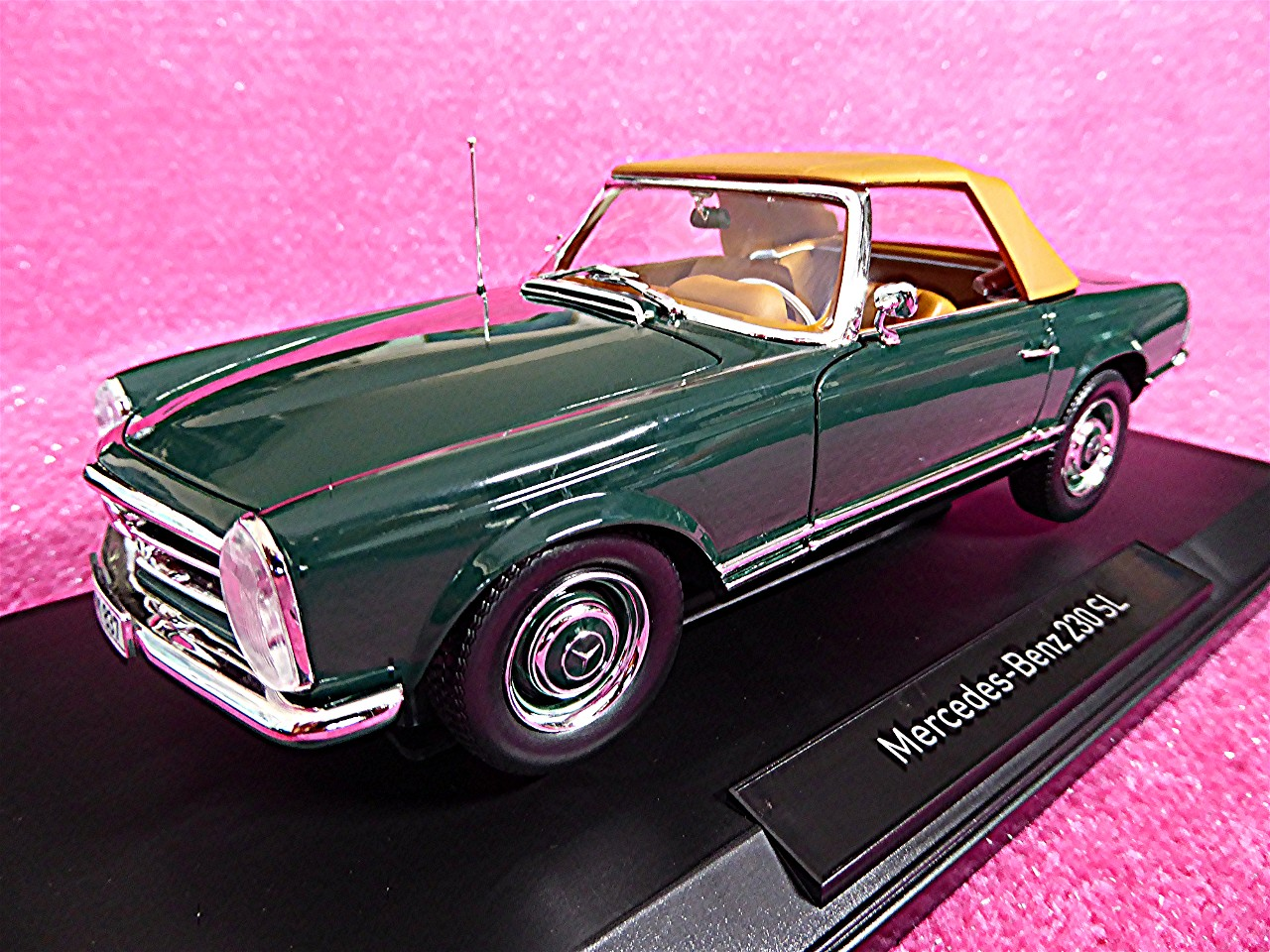 1:18 Mercedes 230 SL Coupe gruen 1963