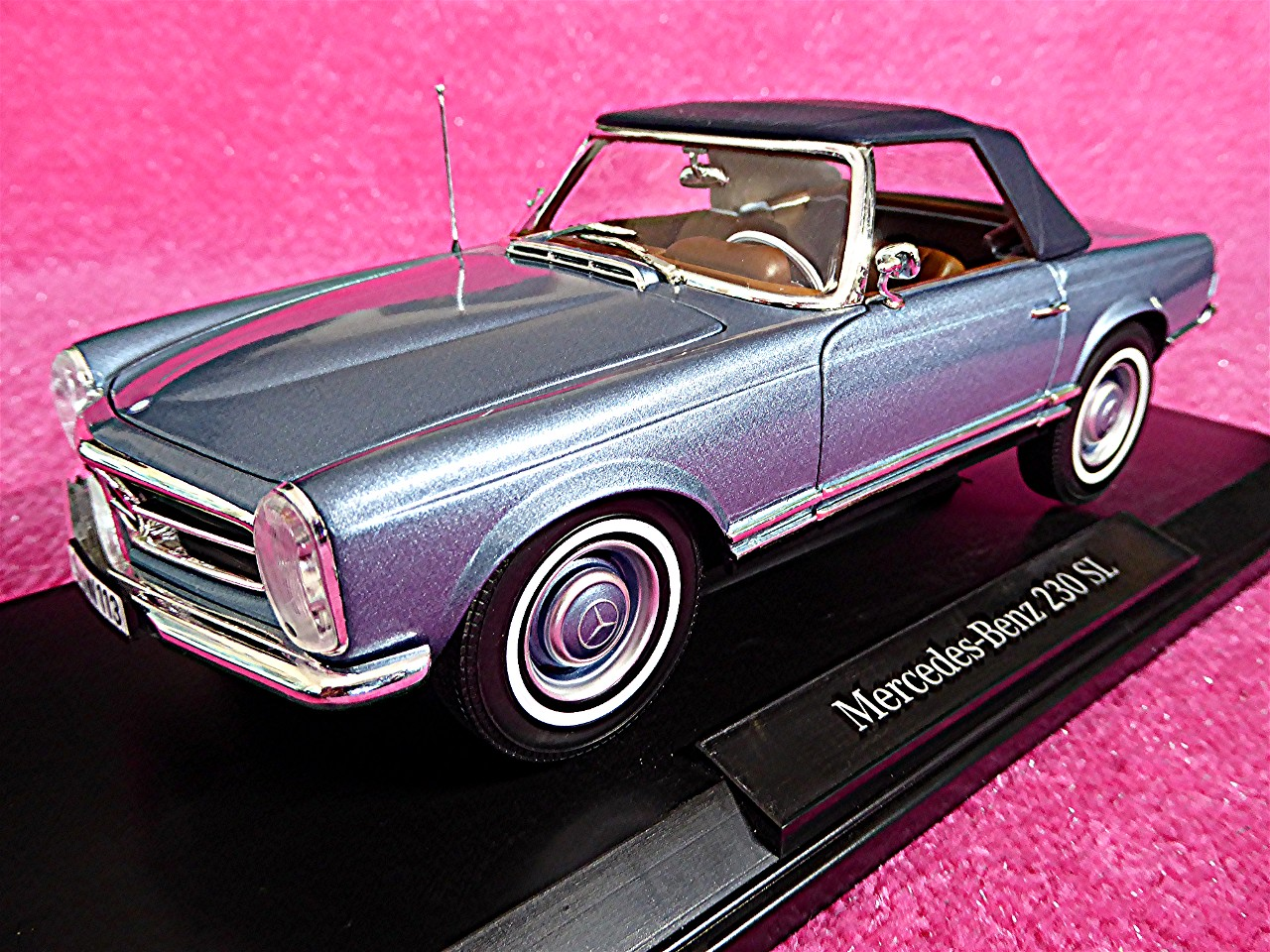 1:18 Mercedes 230 SL Coupe hellblau-metallic 1963