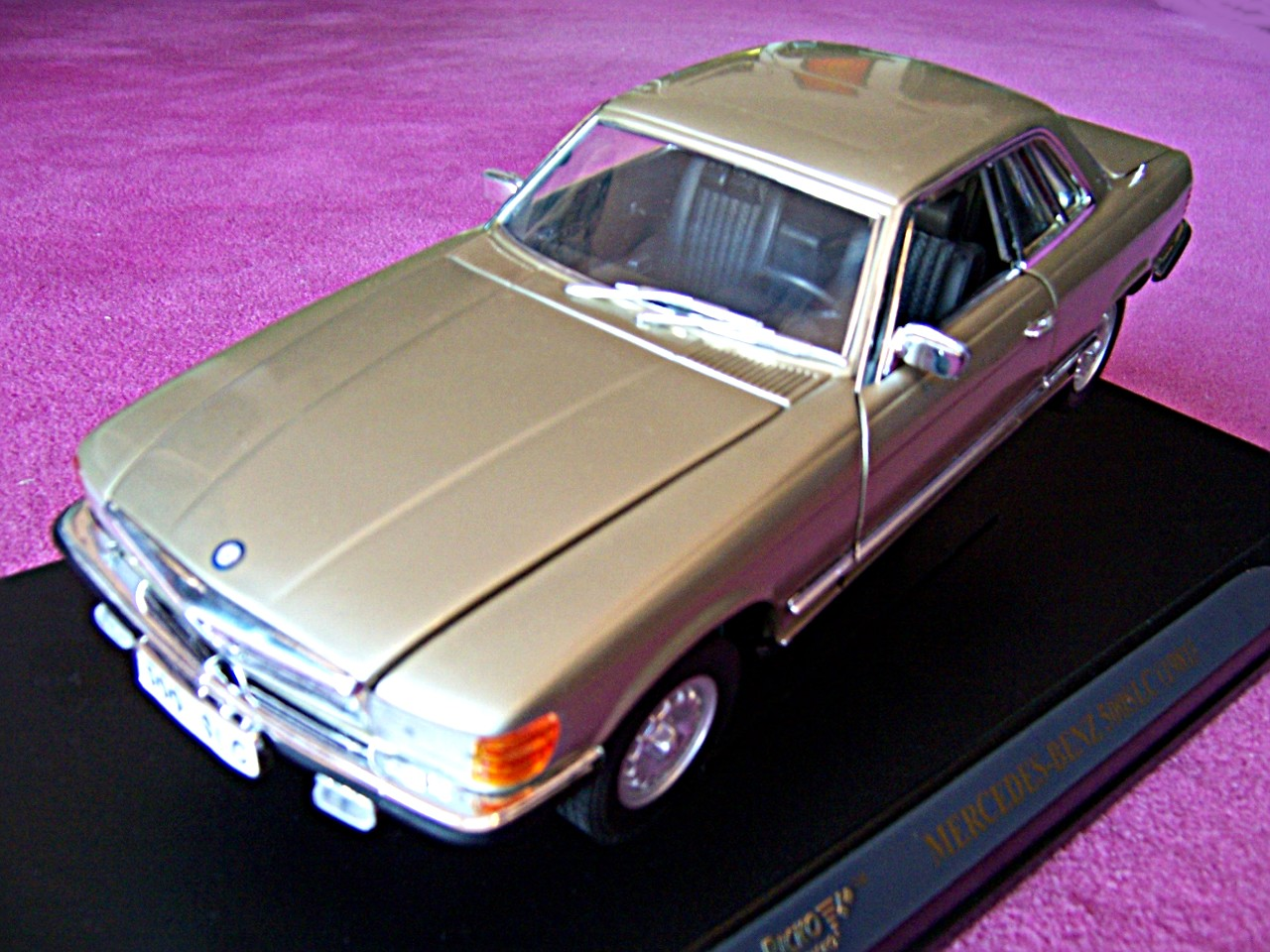 Mercedes 500 SLC gold 1981