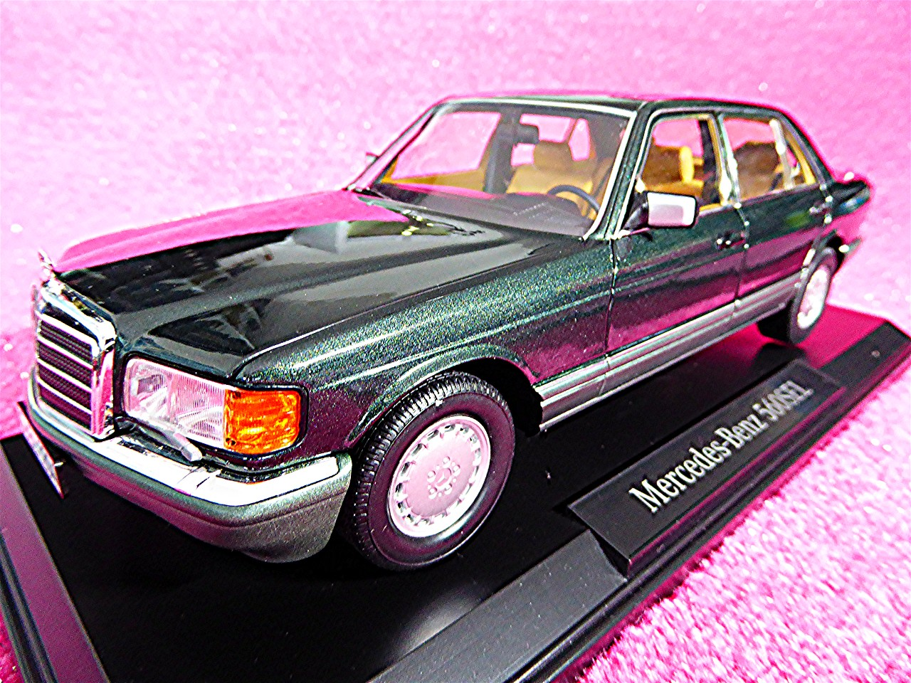1:18 Mercedes 560 SEL gruen-metallic 1988