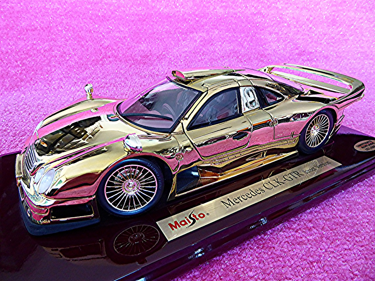 Mercedes CLK GTR gold 1997