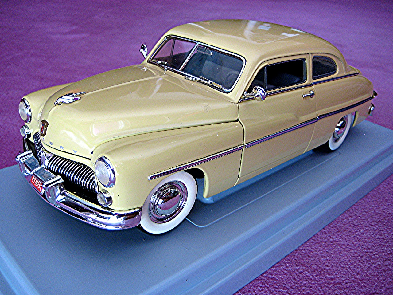 1:18 Mercury Coupe gelb 1949