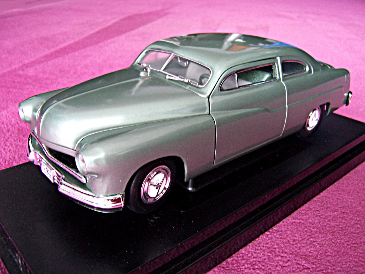 1:18 Mercury Custom Chopped silber-gruen 1951