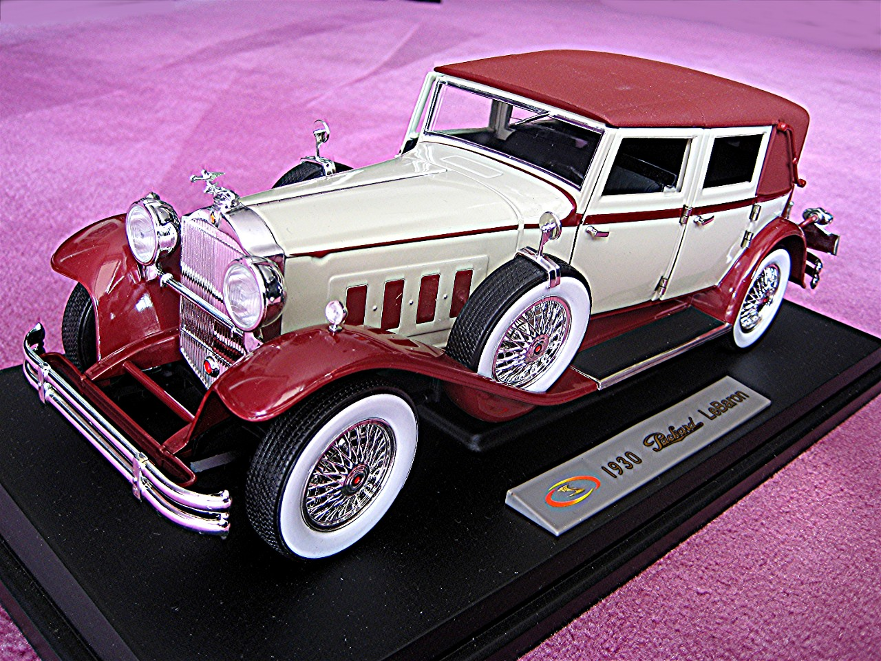1:18 Packard Le Baron creme-rot 1930