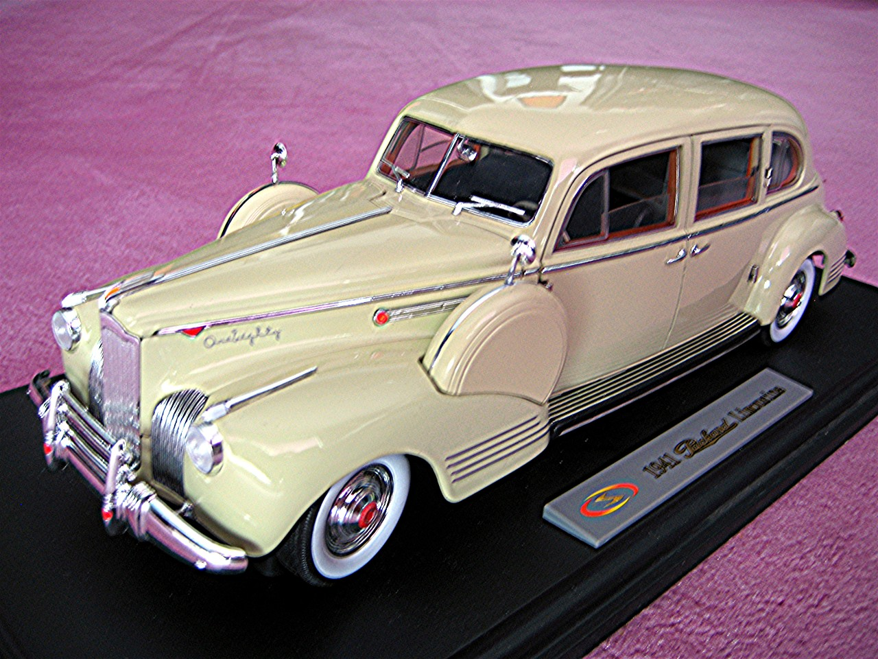 1:18 Packard Limousine creme 1941