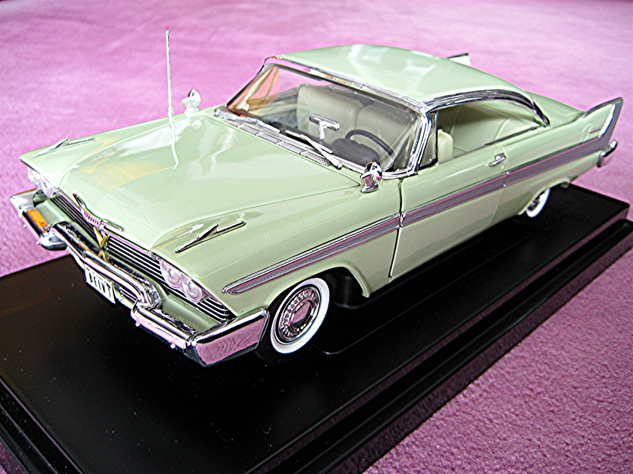 1:18 Plymouth Belvedere mint 1958