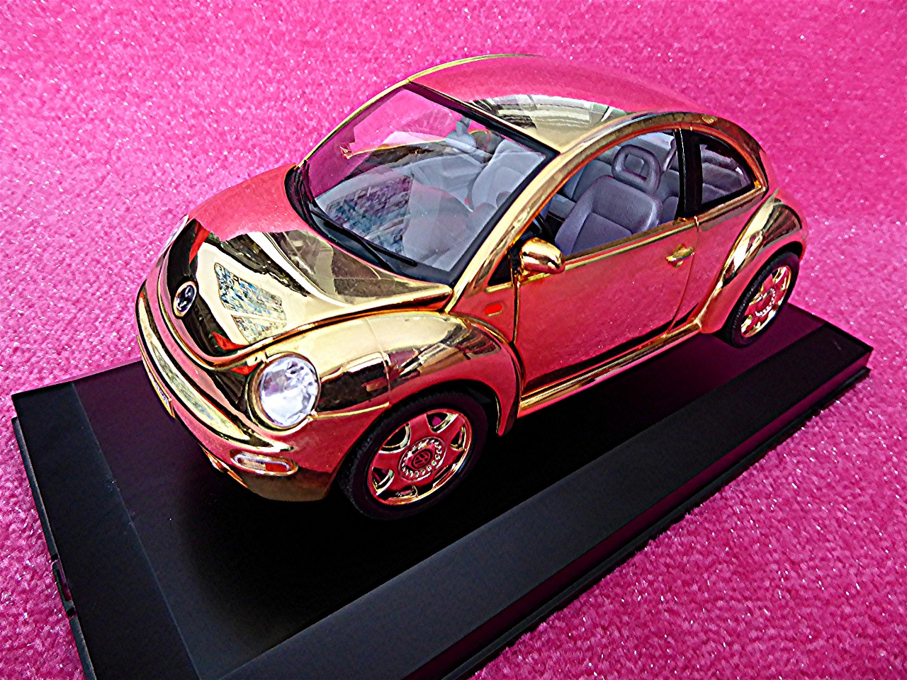 1:18 VW Kaefer New Beetle gold 1999